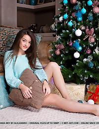 Vanda Mey naked in glamour..