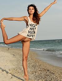 Lorian nude in glamour..