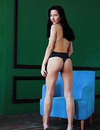 Aurelia Perez nude in..